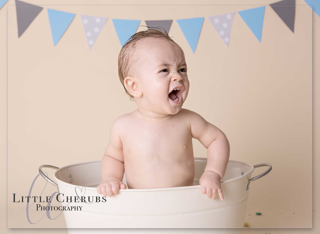 cake smash and splash bath tub photos baby first birthday shouting and splashing little cherubs cambridge